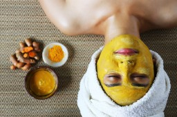 6 Effective Turmeric Face Packs (For Different Skin Types)