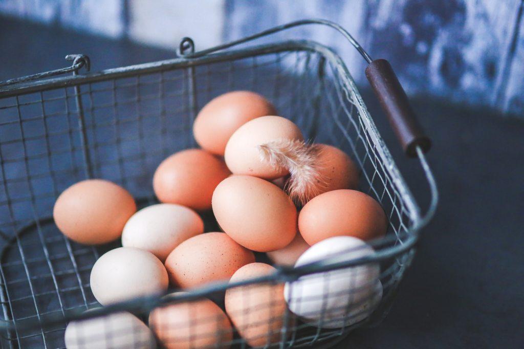 metal-easter-eggs-basket